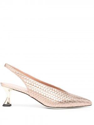 Плетеные туфли с эффектом металлик Pollini. Цвет: золотистый