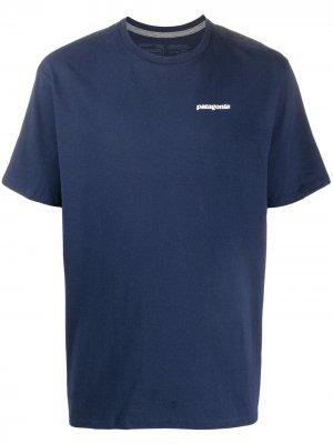 Футболка P-6 Logo Responsibili-Tee® Patagonia. Цвет: синий