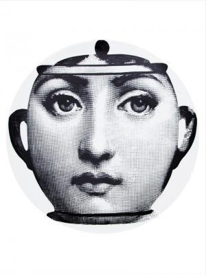 Тарелка с принтом лица Fornasetti. Цвет: белый