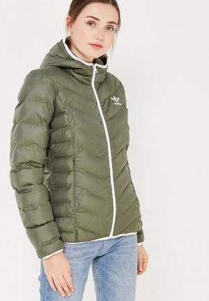 Куртка утепленная adidas Originals. Цвет: зеленый