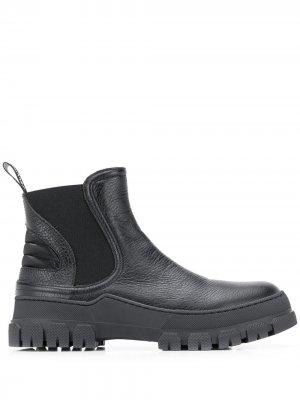 Ботинки на массивной подошве Pollini. Цвет: черный
