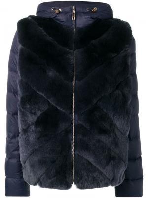Пуховое пальто с капюшоном и панелями кроличьим мехом Liska. Цвет: синий