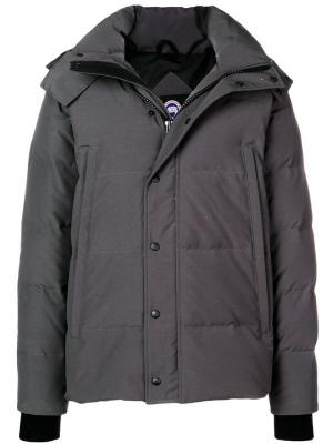 Пуховая куртка с капюшоном Canada Goose. Цвет: серый