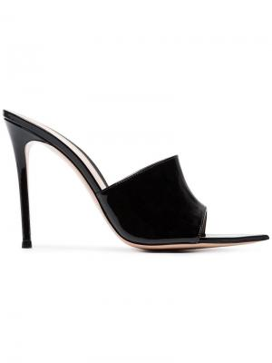 Black 105 patent leather open toe mules Gianvito Rossi. Цвет: черный