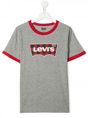 Levis Kids футболка в клетку гингем с логотипом Levi's. Цвет: серый