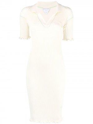 Платье в рубчик с волнистым подолом Bottega Veneta. Цвет: белый