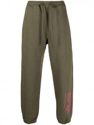 Спортивные брюки с логотипом Maharishi. Цвет: зеленый