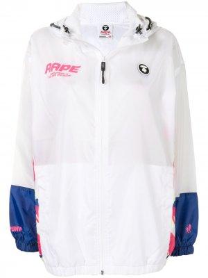 Легкая куртка с графичным принтом AAPE BY *A BATHING APE®. Цвет: белый