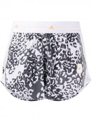 Шорты TruePace с леопардовым принтом adidas by Stella McCartney. Цвет: белый