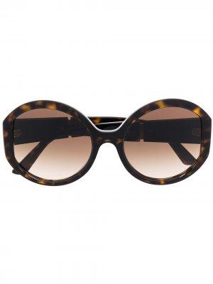 Солнцезащитные очки в массивной оправе с логотипом Prada Eyewear. Цвет: коричневый