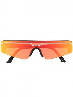Солнцезащитные очки-маска с зеркальными линзами Balenciaga Eyewear. Цвет: оранжевый
