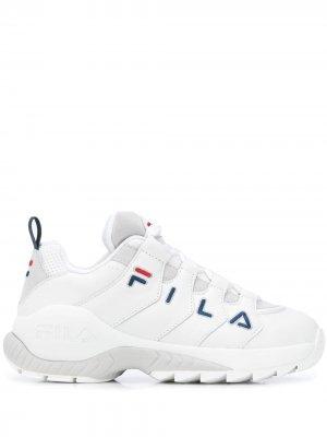 Кроссовки на массивной подошве Fila. Цвет: белый