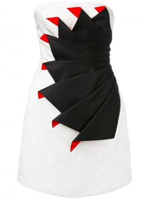 Коктейльное платье без бретелей со складками Capucci. Цвет: белый