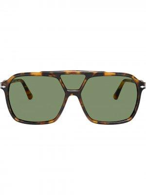 Солнцезащитные очки в массивной оправе Persol. Цвет: зеленый