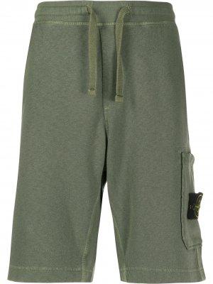 Спортивные шорты с нашивкой-логотипом Stone Island. Цвет: зеленый