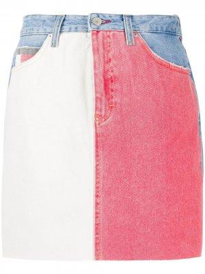 Джинсовая юбка с контрастными вставками Tommy Jeans. Цвет: синий