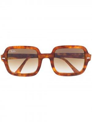 Солнцезащитные очки в массивной оправе черепаховой расцветки Ray-Ban. Цвет: коричневый