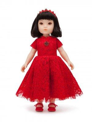 Кукла в кружевном платье Dolce & Gabbana Kids. Цвет: красный
