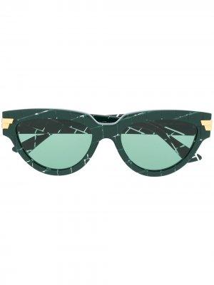 Солнцезащитные очки в оправе кошачий глаз Bottega Veneta. Цвет: зеленый