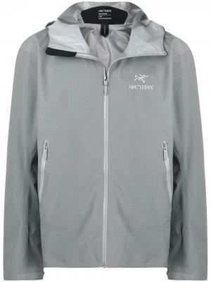 Arcteryx спортивная куртка с вышитым логотипом Arc'teryx. Цвет: серый