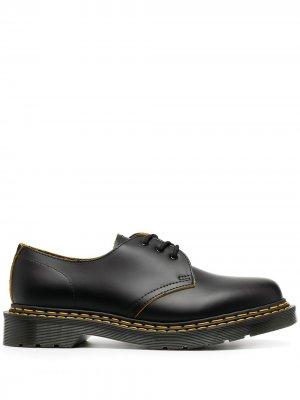 Туфли на шнуровке с контрастной строчкой Dr. Martens. Цвет: черный