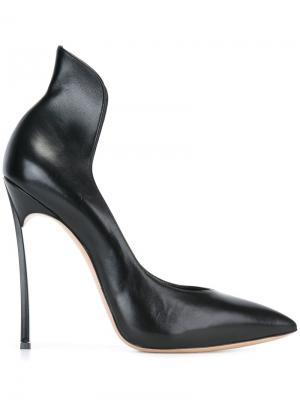 Туфли с заостренным носком Casadei. Цвет: чёрный