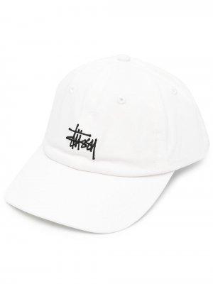 Бейсболка с вышитым логотипом Stussy. Цвет: белый
