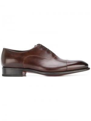 Классические туфли-оксфорды Santoni. Цвет: коричневый