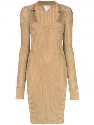 Трикотажное платье в рубчик Bottega Veneta. Цвет: коричневый