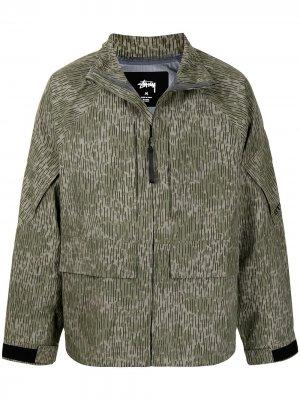 Куртка с камуфляжным принтом Stussy. Цвет: зеленый