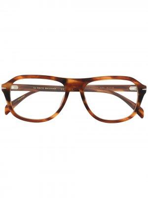 Солнцезащитные очки в оправе черепаховой расцветки Eyewear by David Beckham. Цвет: коричневый