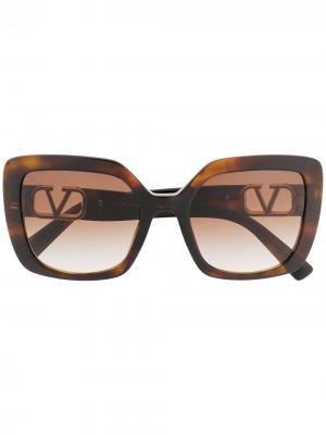 Солнцезащитные очки в квадратной оправе с логотипом VLogo Valentino Eyewear. Цвет: черный