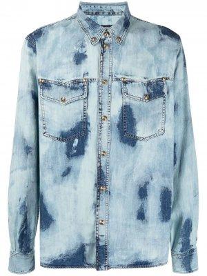 Джинсовая рубашка с выбеленным эффектом Versace Jeans Couture. Цвет: синий