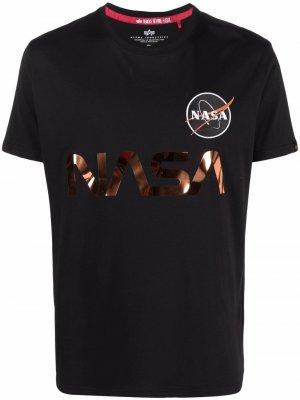 Футболка с нашивкой NASA Alpha Industries. Цвет: черный