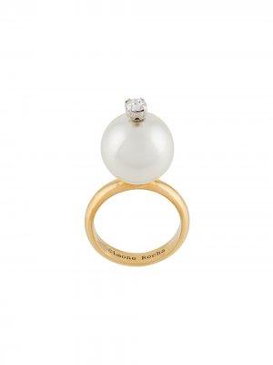 Позолоченное кольцо с искусственным жемчугом Simone Rocha. Цвет: золотистый
