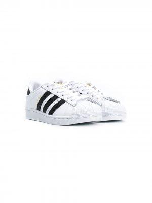 Кеды на шнуровке adidas Kids. Цвет: белый