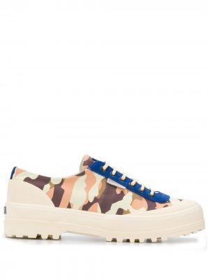 Кроссовки с камуфляжным принтом Superga. Цвет: нейтральные цвета