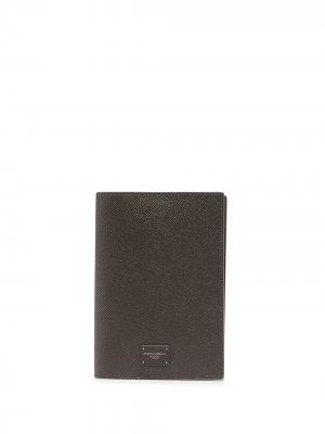 Обложка для паспорта с логотипом Dolce & Gabbana. Цвет: коричневый