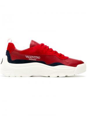 Кроссовки на массивной подошве  Garavani Valentino. Цвет: красный
